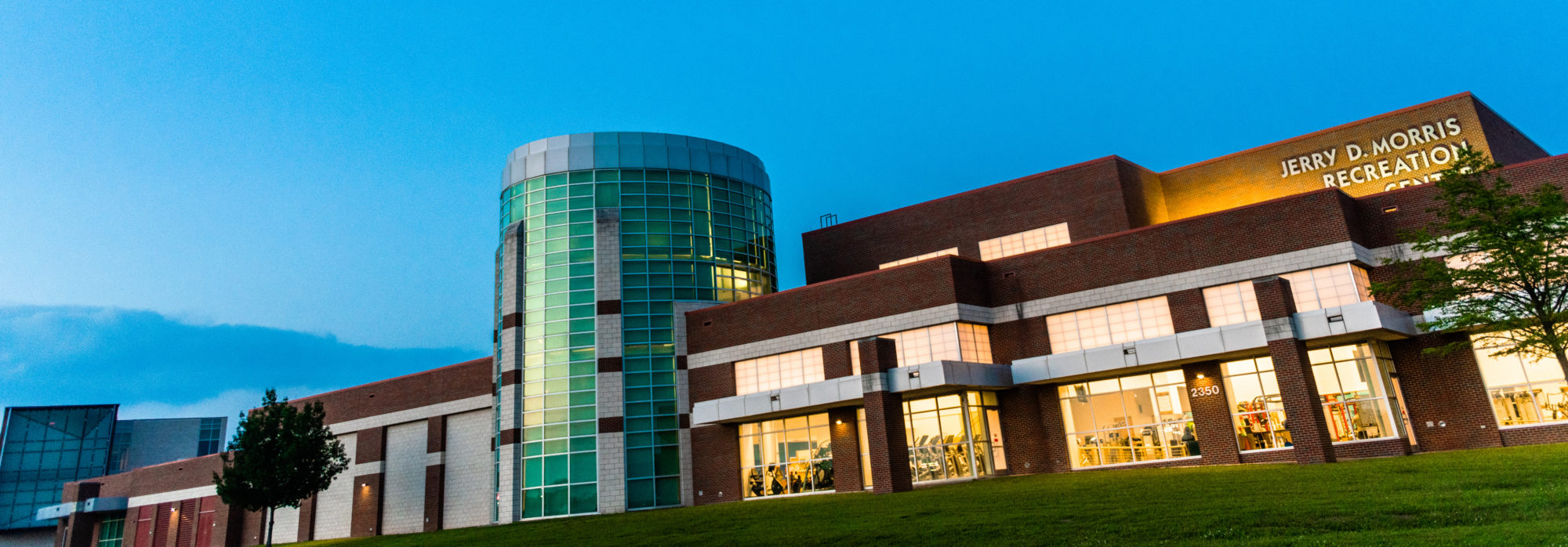 Street view of the Morris Recreation Center.