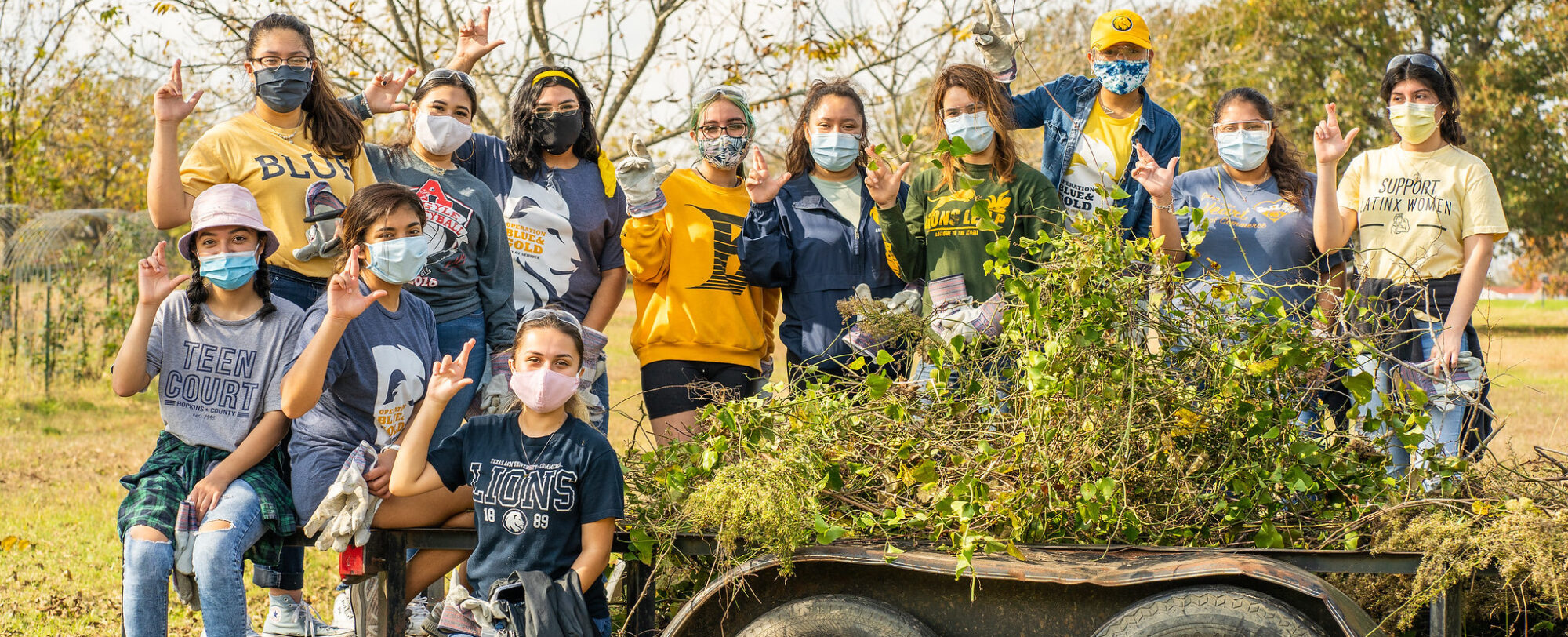 A large group of TAMUC student talking a photo during a community service event.